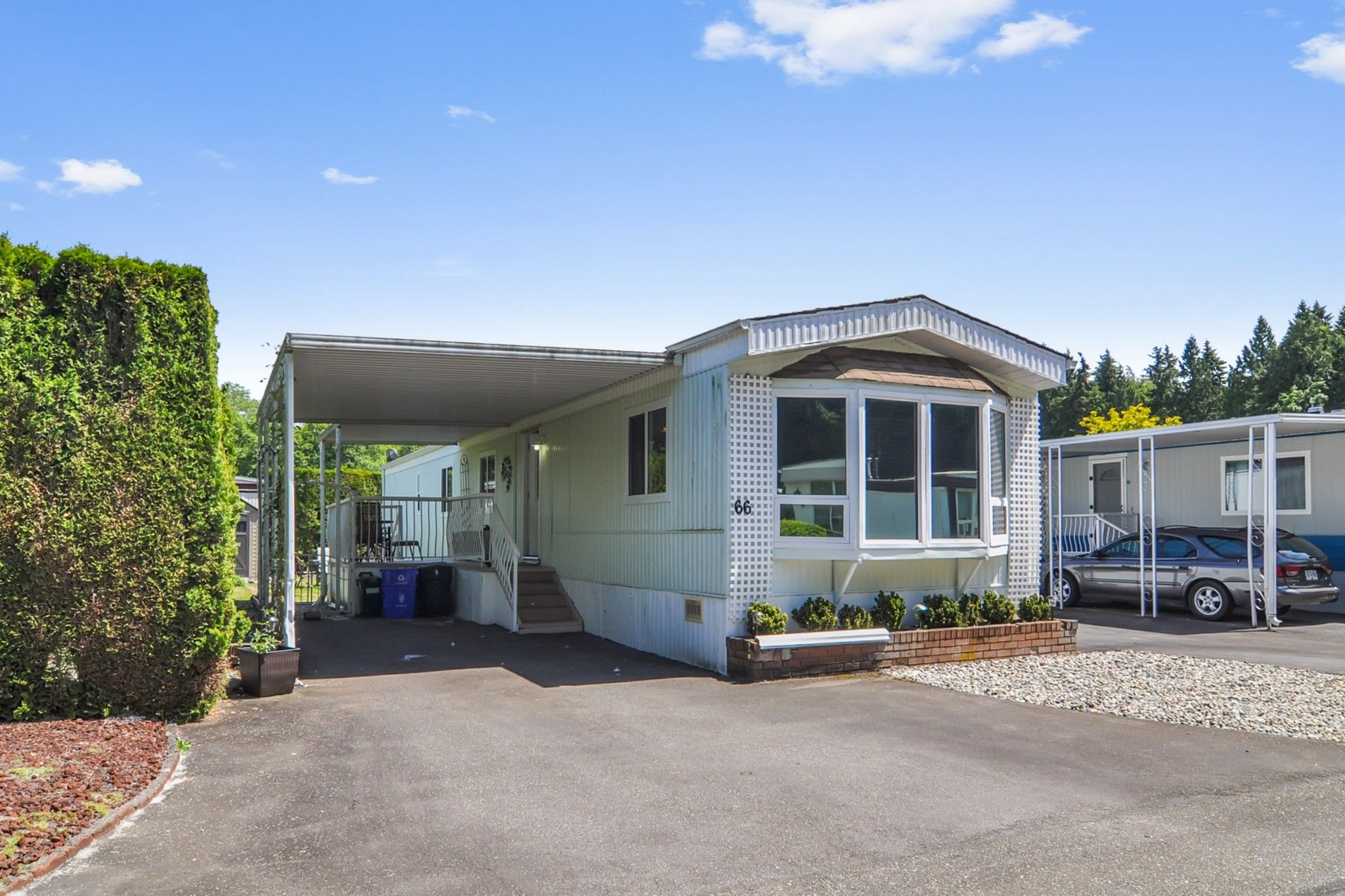 """Main Photo: 66 2270 196 Street in Langley: Brookswood Langley Manufactured Home for sale in """"Pineridge Park"""" : MLS®# R2459842"""