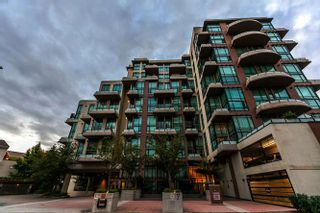 Photo 17: 105 10 RENAISSANCE SQUARE in New Westminster: Quay Condo for sale : MLS®# R2188809