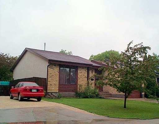 Main Photo: 35 POITRAS Place in Winnipeg: St Vital Single Family Detached for sale (South East Winnipeg)  : MLS®# 2508617