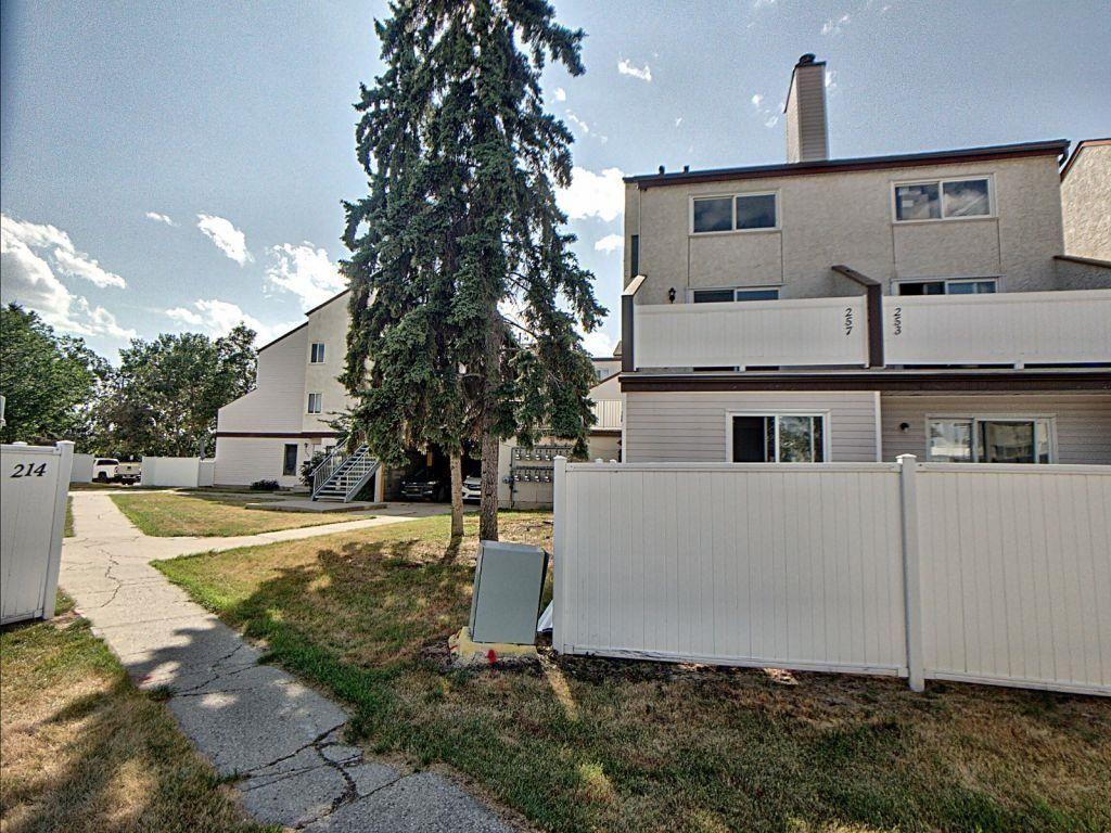 Main Photo: 257 Lancaster Terrace in Edmonton: Zone 27 Townhouse for sale : MLS®# E4256171