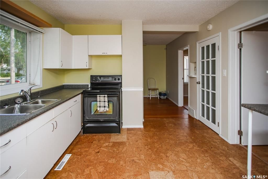 Photo 4: Photos: 1508 Victoria Avenue in Saskatoon: Buena Vista Residential for sale : MLS®# SK859914