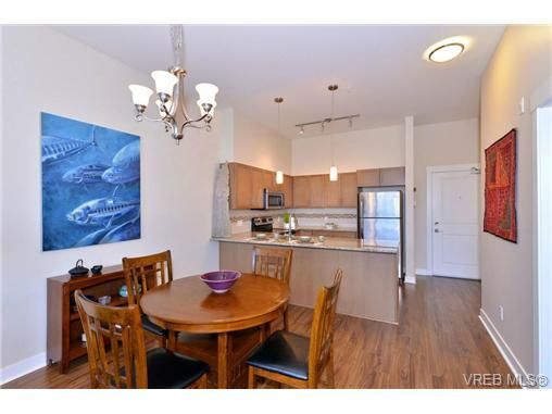 Photo 6: Photos: 103 662 Goldstream Ave in VICTORIA: La Fairway Condo for sale (Langford)  : MLS®# 717329