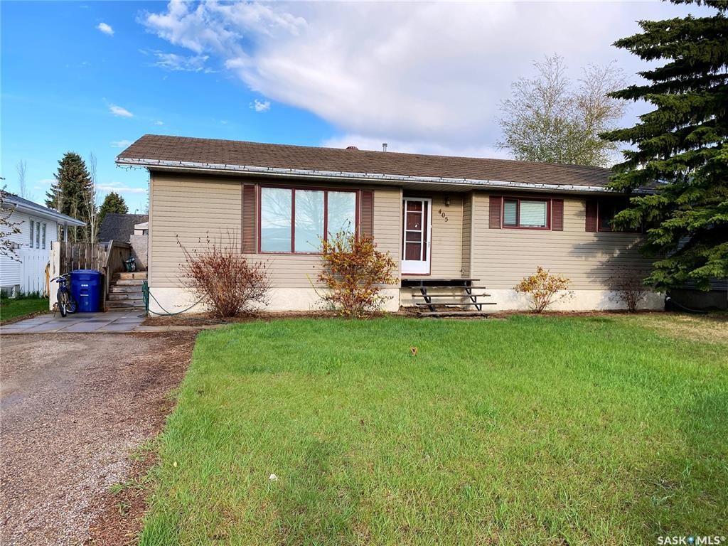 Main Photo: 405 McGillivray Street in Outlook: Residential for sale : MLS®# SK854940