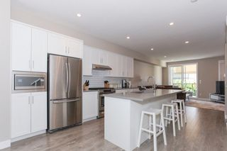 Photo 5: 60 15588 32 AVENUE in South Surrey White Rock: Home for sale : MLS®# R2184132