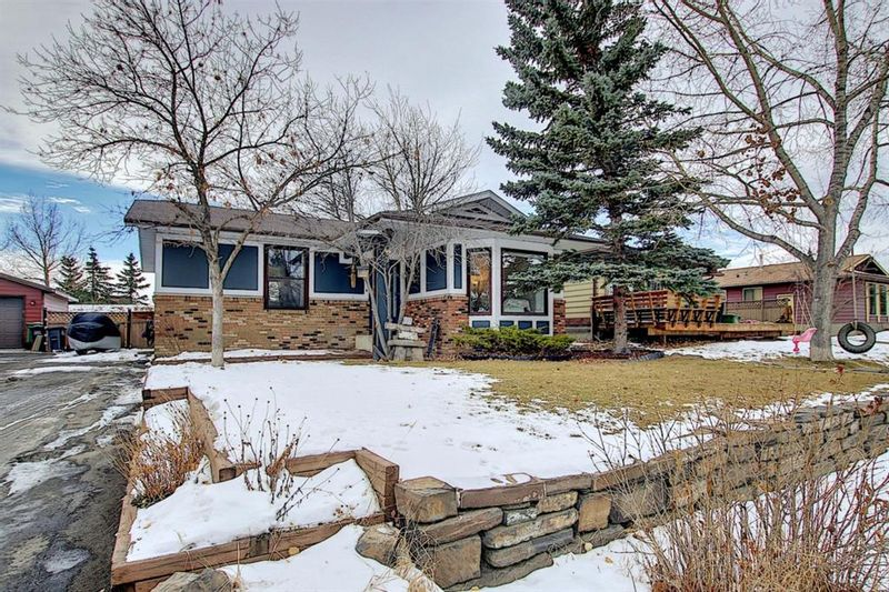 FEATURED LISTING: 15 Glenpatrick Place Cochrane