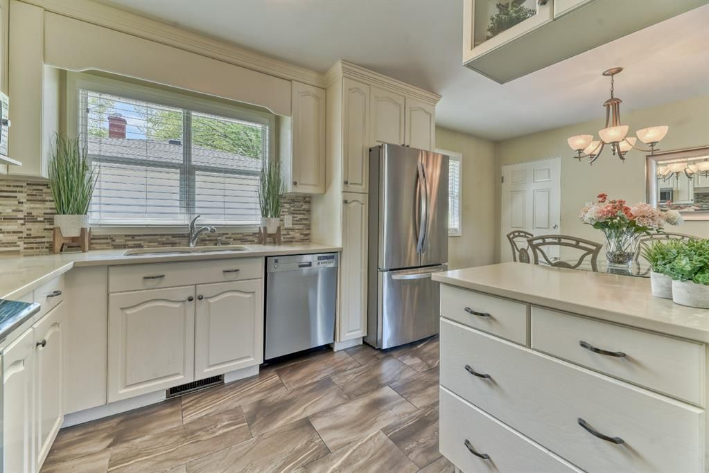 Renovated Kitchen! Quartz Countertops, Stainless Steel Appliances, Tons of Cabinet Space!
