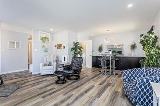 Photo 4: 516 Queen Charlotte Drive SE in Calgary: Queensland Detached for sale : MLS®# A1098339