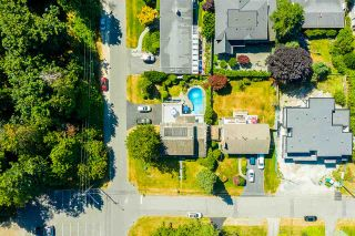"""Photo 4: 14528 SATURNA Drive: White Rock House for sale in """"Upper West White Rock"""" (South Surrey White Rock)  : MLS®# R2483571"""