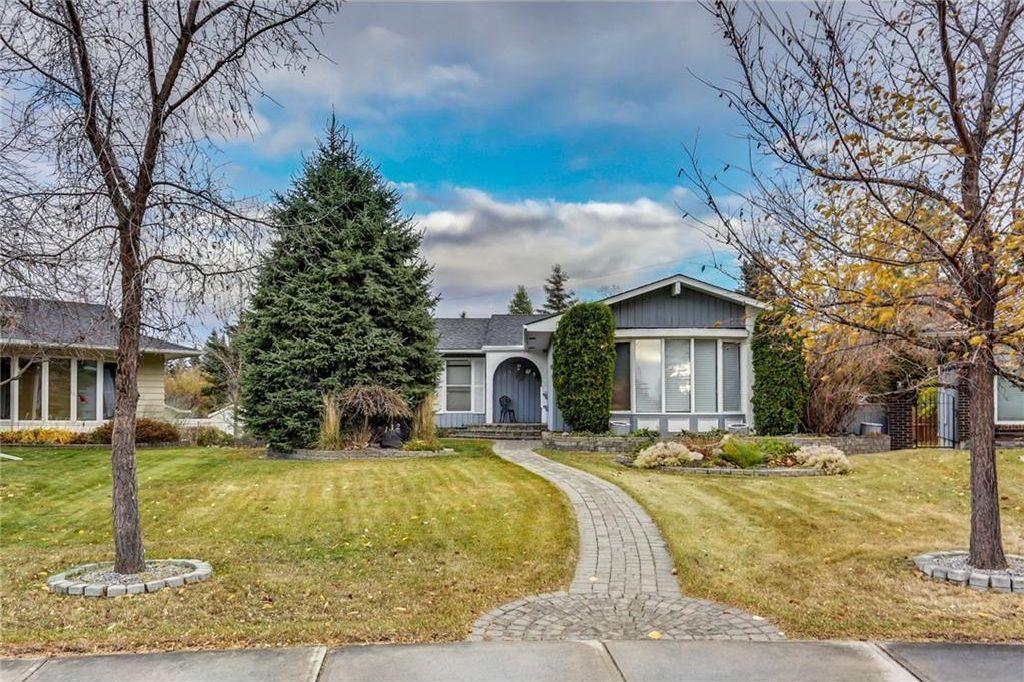 Main Photo: 132 LAKE ADAMS Green SE in Calgary: Lake Bonavista House for sale : MLS®# C4142300