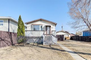 Photo 1: 818 O Avenue South in Saskatoon: King George Residential for sale : MLS®# SK849335