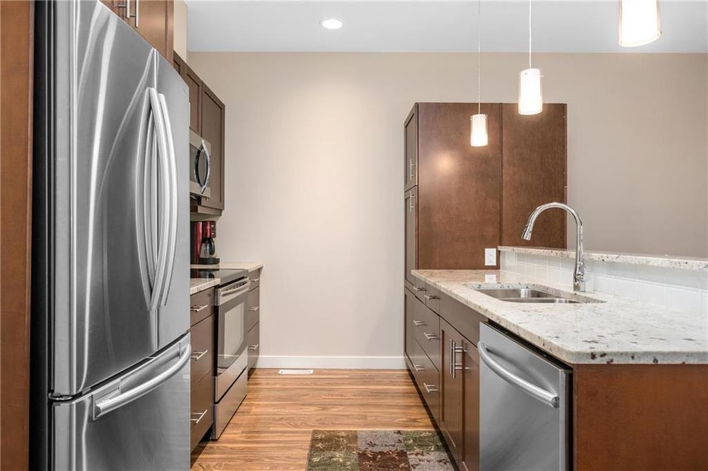 Photo 4: Photos: 2 80 Sandrington Drive in Winnipeg: Condominium for sale (2E)  : MLS®# 202021038