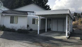 """Photo 1: 8 699 DOUGALL Road in Gibsons: Gibsons & Area Townhouse for sale in """"MARINA PLACE"""" (Sunshine Coast)  : MLS®# R2392536"""