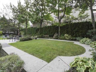 """Photo 12: 504 2108 W 38TH Avenue in Vancouver: Kerrisdale Condo for sale in """"The Wilshire"""" (Vancouver West)  : MLS®# R2400833"""