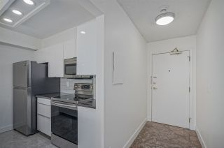 """Photo 13: 1505 2668 ASH Street in Vancouver: Fairview VW Condo for sale in """"CAMBRIDGE GARDENS"""" (Vancouver West)  : MLS®# R2354882"""