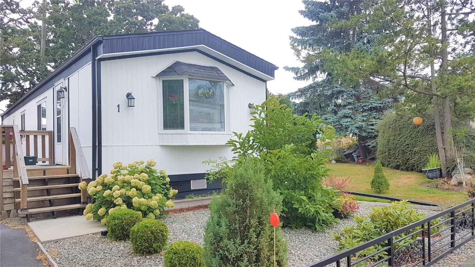 Main Photo: 1 1498 Admirals Rd in : VR Glentana Manufactured Home for sale (View Royal)  : MLS®# 884257