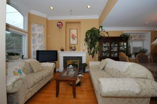 Photo 2: 5568 IRVING STREET in Burnaby: Forest Glen BS 1/2 Duplex for sale (Burnaby South)  : MLS®# R2032600