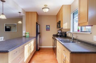 """Photo 4: 905 BRITTON Drive in Port Moody: North Shore Pt Moody Townhouse for sale in """"WOODSIDE VILLAGE"""" : MLS®# R2457346"""