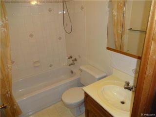 Photo 3: 236 Kimberly Avenue in Winnipeg: East Kildonan Residential for sale (North East Winnipeg)  : MLS®# 1611592