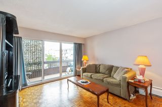 """Photo 4: 307 2025 W 2ND Avenue in Vancouver: Kitsilano Condo for sale in """"THE SEABREEZE"""" (Vancouver West)  : MLS®# R2620558"""