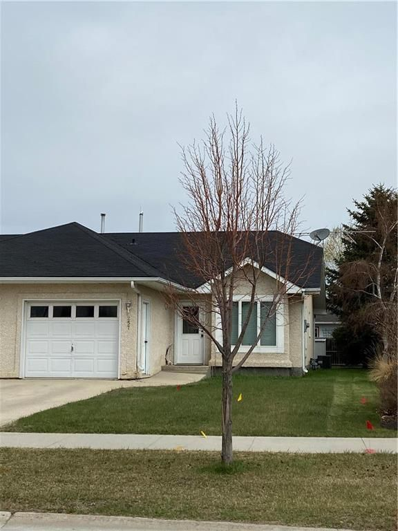 Main Photo: 257 PENFELD Drive in Steinbach: Georgetown Residential for sale (R16)  : MLS®# 202110971