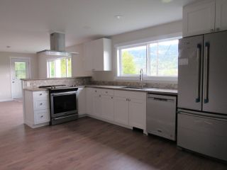 Photo 6: 950A 12TH AVENUE in Montrose: House for sale : MLS®# 2461481