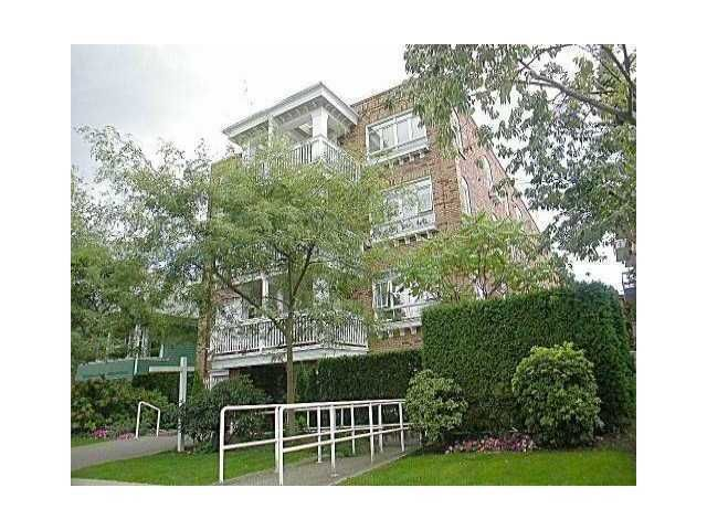 "Main Photo: 301 2036 YORK Avenue in Vancouver: Kitsilano Condo for sale in ""THE CHARLESTON"" (Vancouver West)  : MLS®# V861955"