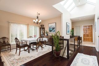 """Photo 5: 2375 FOLKESTONE Way in West Vancouver: Panorama Village Townhouse for sale in """"Westpointe"""" : MLS®# R2147678"""