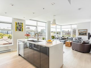 """Main Photo: 809 1777 W 7TH Avenue in Vancouver: Fairview VW Condo for sale in """"Kits 360"""" (Vancouver West)  : MLS®# R2604575"""