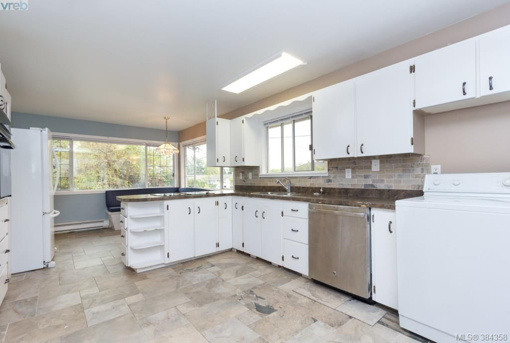 Photo 6: Photos: 2048 Melville Dr in SAANICHTON: Si Sidney North-East House for sale (Sidney)  : MLS®# 772514