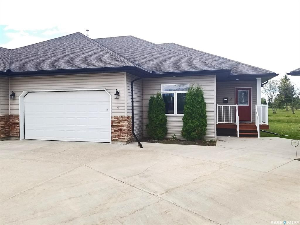 Main Photo: 4 Fairway Court in Meadow Lake: Residential for sale : MLS®# SK844684