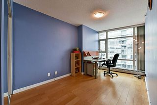 Photo 8: 2001 1199 MARINASIDE CRESCENT in Vancouver: Yaletown Condo for sale (Vancouver West)  : MLS®# R2202807