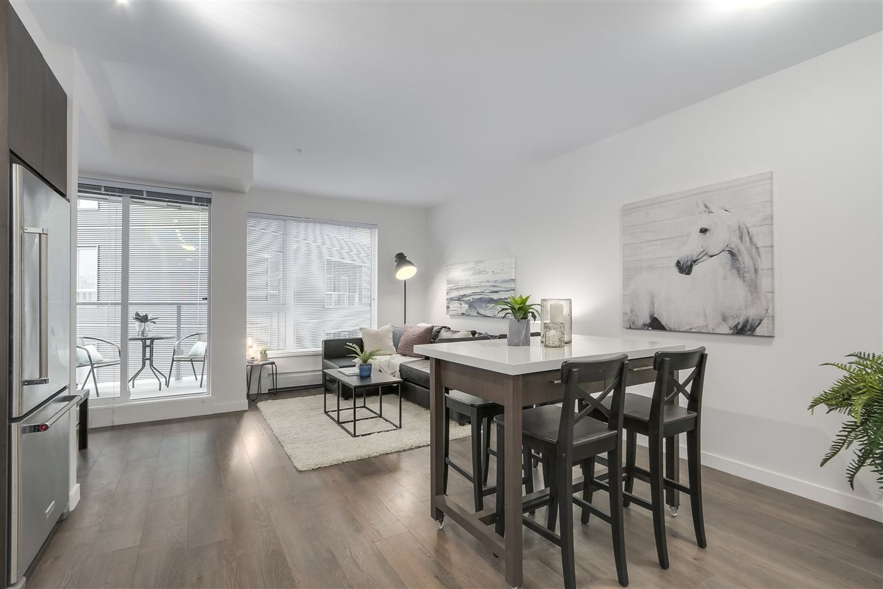 """Photo 4: Photos: 521 384 E 1ST Avenue in Vancouver: Mount Pleasant VE Condo for sale in """"CANVAS"""" (Vancouver East)  : MLS®# R2230543"""