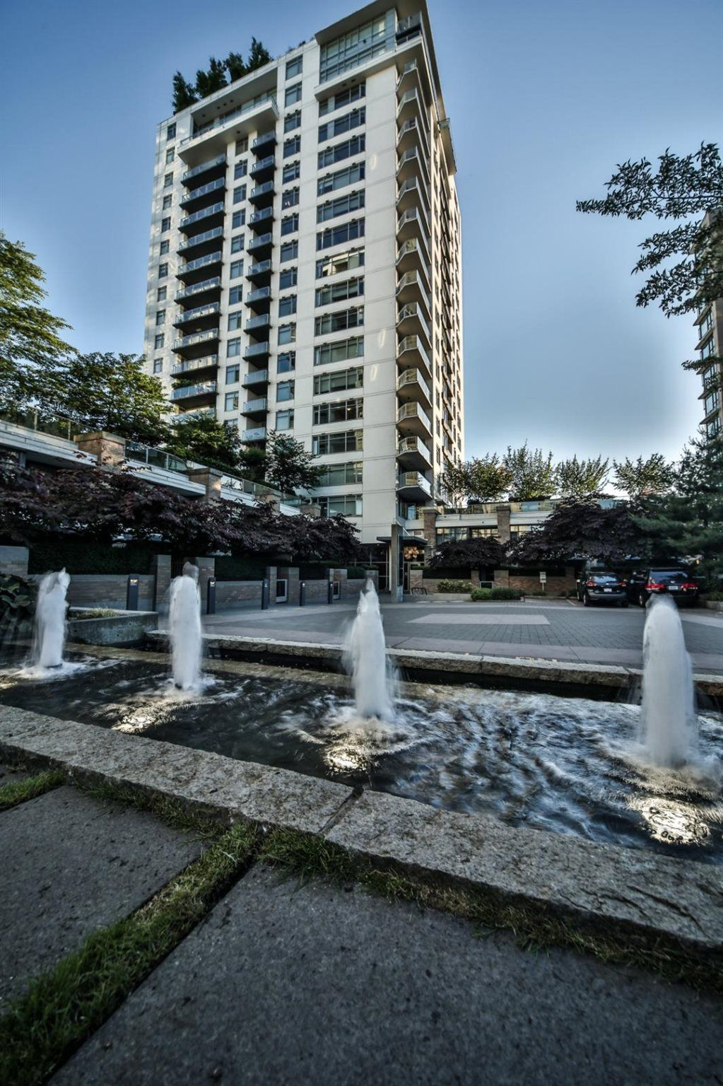 Main Photo: 607 1320 CHESTERFIELD Avenue in North Vancouver: Central Lonsdale Condo for sale : MLS®# R2594502