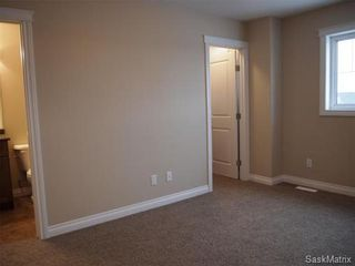 Photo 9: 211 Warwick Crescent: Warman Single Family Dwelling for sale (Saskatoon NW)  : MLS®# 434382
