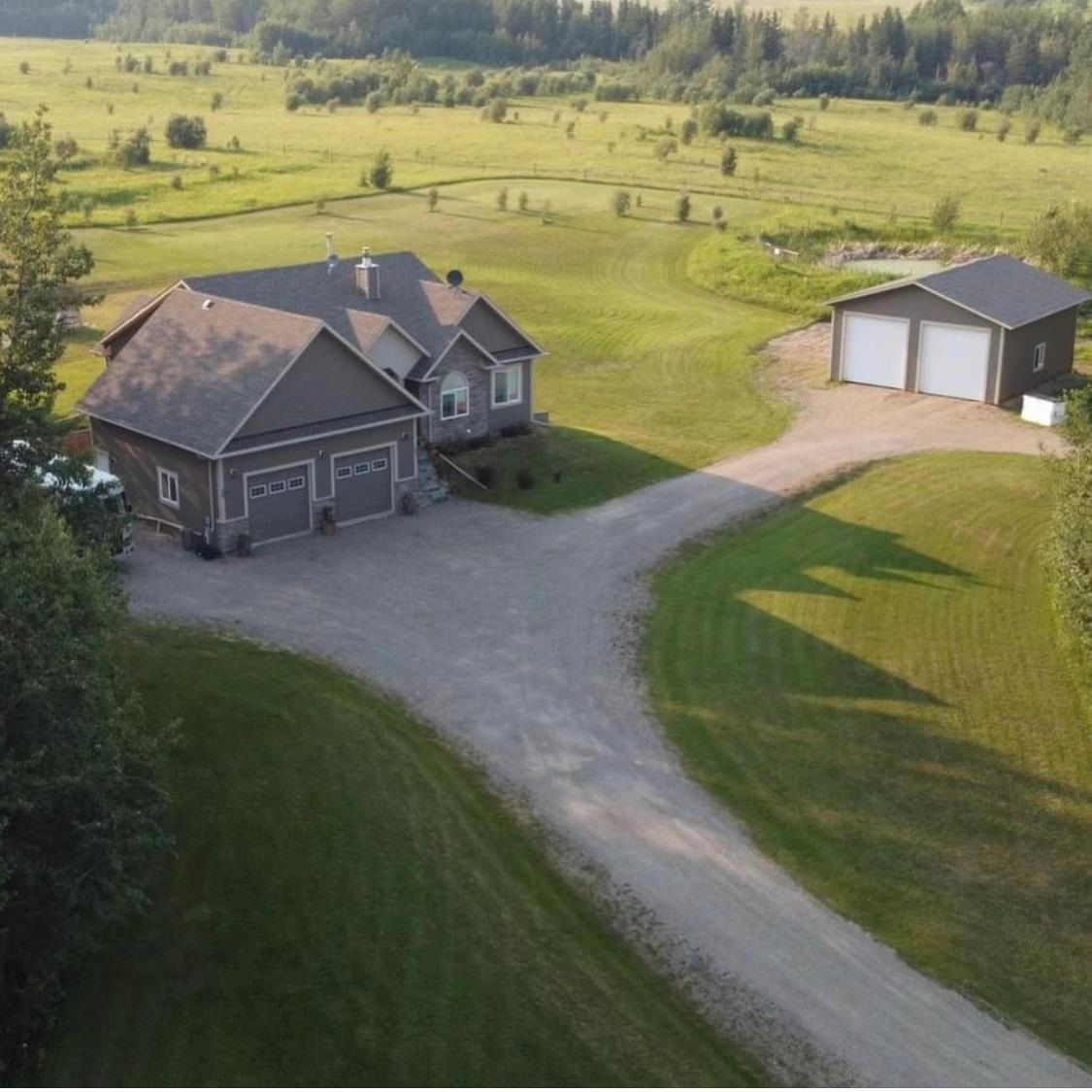 Main Photo: 13464 279 Road: Charlie Lake House for sale (Fort St. John (Zone 60))  : MLS®# R2603460