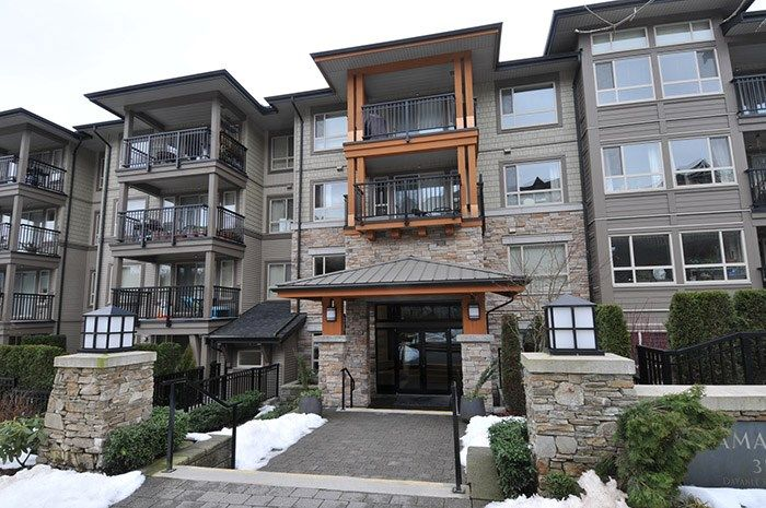 "Main Photo: 303 3178 DAYANEE SPRINGS Boulevard in Coquitlam: Westwood Plateau Condo for sale in ""TAMARACK"" : MLS®# R2139006"