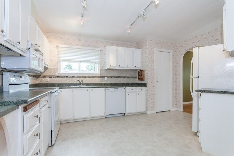 """Photo 13: Photos: 34 1640 162 Street in Surrey: King George Corridor Manufactured Home for sale in """"Cherry Brook Park"""" (South Surrey White Rock)  : MLS®# R2078301"""