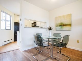 """Photo 9: 104 811 W 7TH Avenue in Vancouver: Fairview VW Townhouse for sale in """"WILLOW MEWS"""" (Vancouver West)  : MLS®# V1110537"""