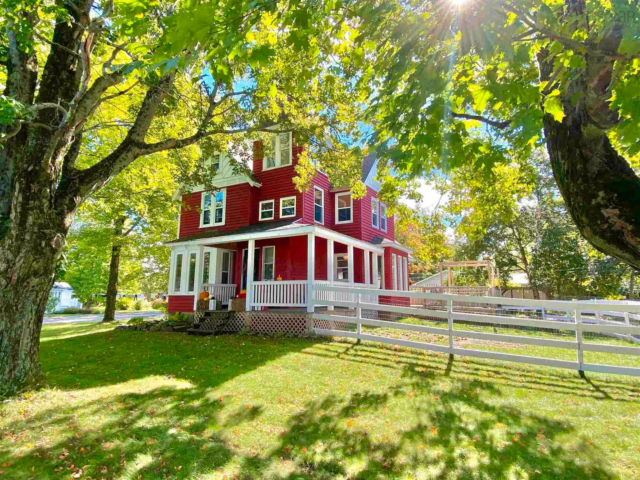 Main Photo: 157 COTTAGE Street in Berwick: 404-Kings County Residential for sale (Annapolis Valley)  : MLS®# 202125237