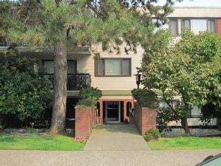 "Photo 1: 300 2033 W 7TH Avenue in Vancouver: Kitsilano Condo for sale in ""KATRINA COURT"" (Vancouver West)  : MLS®# R2227644"