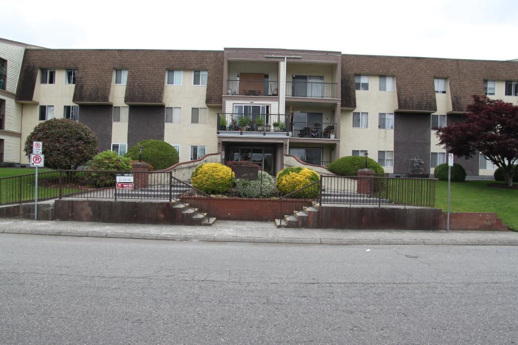 """Main Photo: 228 2821 TIMS Street in Abbotsford: Abbotsford West Condo for sale in """"PARKVIEW ESTATES"""" : MLS®# R2559699"""