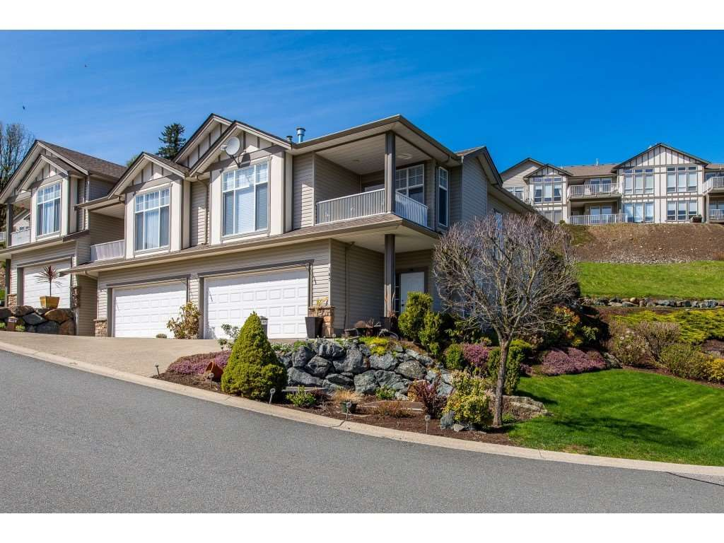 Main Photo: 107-8590 Sunrise Drive in Chilliwack: Chilliwack Mountain Townhouse for sale : MLS®# R2358654