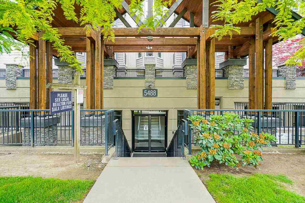 """Main Photo: 305 5488 198 Street in Langley: Langley City Condo for sale in """"Brooklyn Wynd"""" : MLS®# R2593530"""
