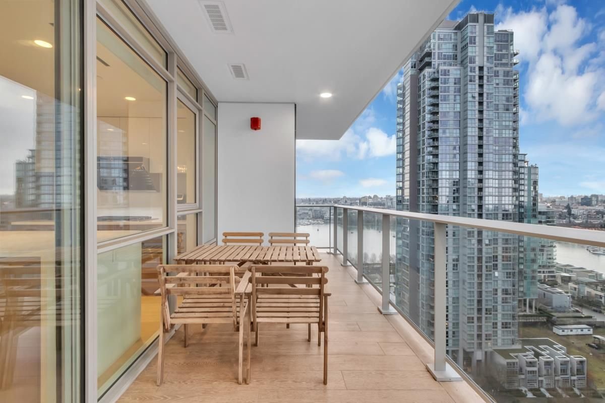"""Photo 4: Photos: 2001 499 PACIFIC Street in Vancouver: Yaletown Condo for sale in """"The Charleson"""" (Vancouver West)  : MLS®# R2456013"""