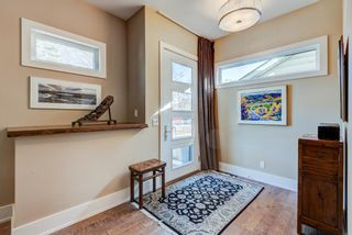 Photo 3: 719 4A Street NW in Calgary: Sunnyside Detached for sale : MLS®# A1153937