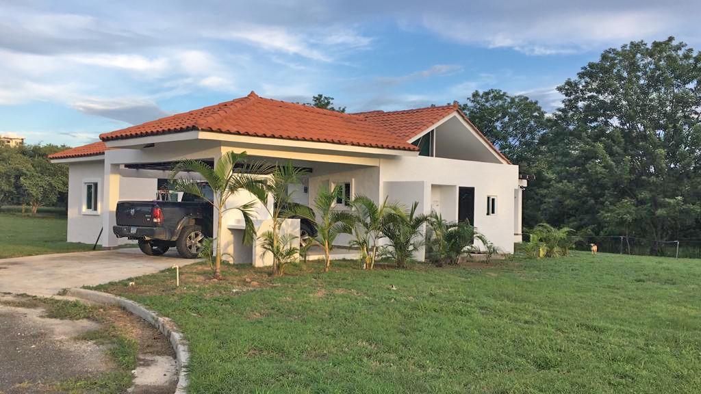 Home for sale in Nueva Gorgona near the beach.