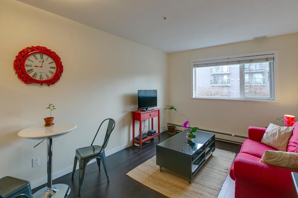 """Photo 4: Photos: 306 33 TEMPLETON Avenue in Vancouver: Hastings Condo for sale in """"North Templeton"""" (Vancouver East)  : MLS®# R2149760"""