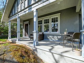 Photo 2: 1086 W Burnside Rd in VICTORIA: SW Strawberry Vale House for sale (Saanich West)  : MLS®# 812559