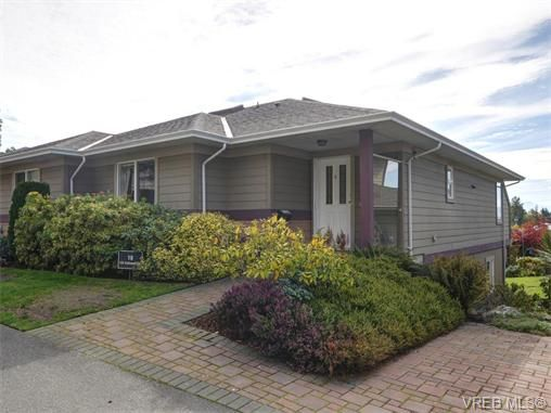 Main Photo: 18 126 Hallowell Rd in VICTORIA: VR Glentana Row/Townhouse for sale (View Royal)  : MLS®# 744425