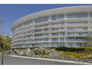 Photo 1: 212 68 Songhees Rd in VICTORIA: VW Songhees Condo for sale (Victoria West)  : MLS®# 499543